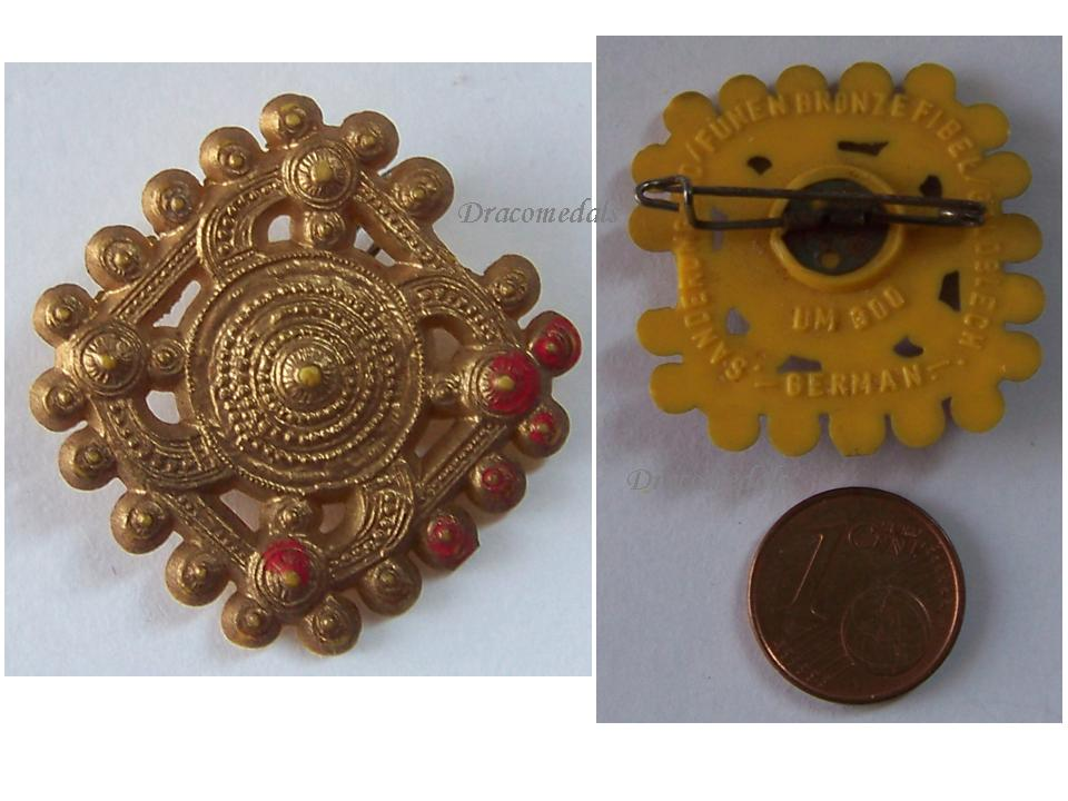NAZI Germany WW2 German Buckle Artifact 300 A D  Badge pin WHW Winter  Relief 1941 WWII 1939 1945